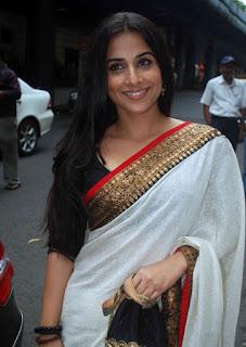 Vidya Balan Long hair Stills In White Saree (4)