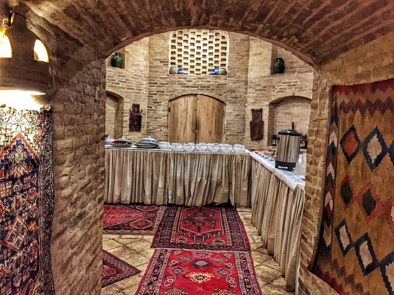 Interior del caravasar de Zeinoddin en Yazd