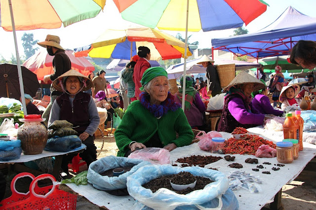 Starts the weekend with the most exciting market in the northwest of Vietnam 5