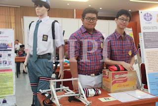 12.Steven dan sherdy Tanzarez dari SMA Santo Yakubus dengan judul Karya Kerangka Ekstra untuk Penyelamatan Ekstra