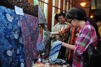 Inilah Tips Memilih Batik Sesuai Warna Kulit Yang Membuat Penampilan Menarik