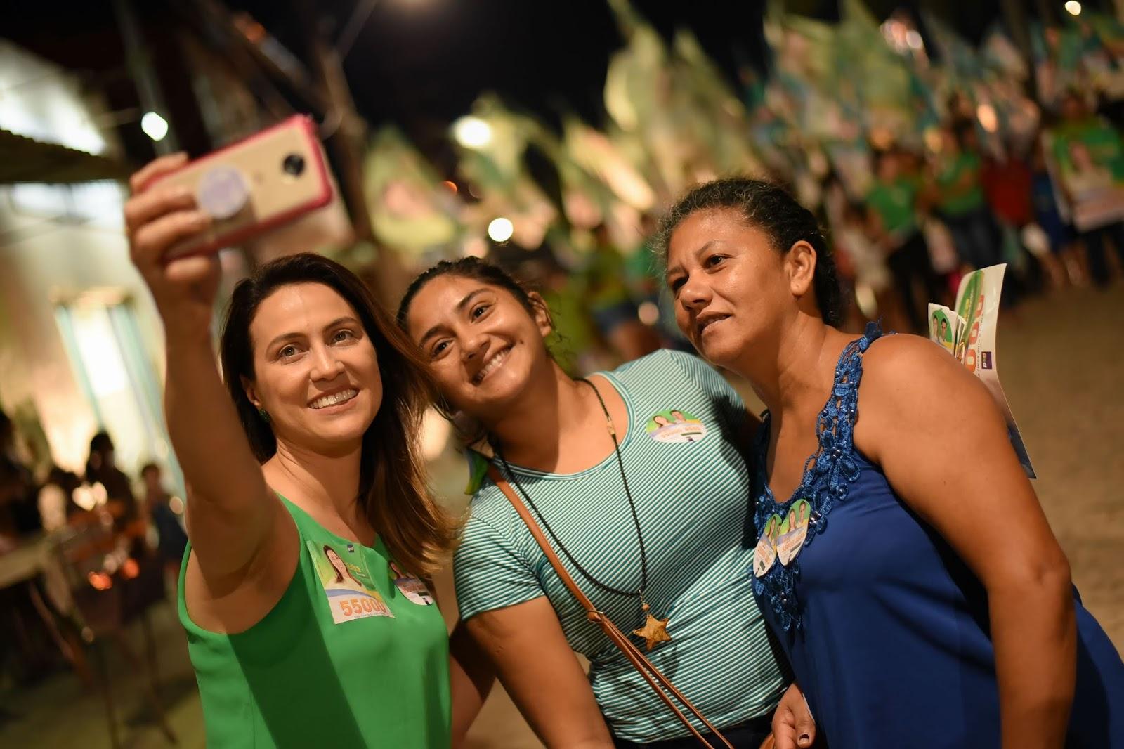 Sítios Novos apoia Erika Amorim para deputada estadual a295ce804d446