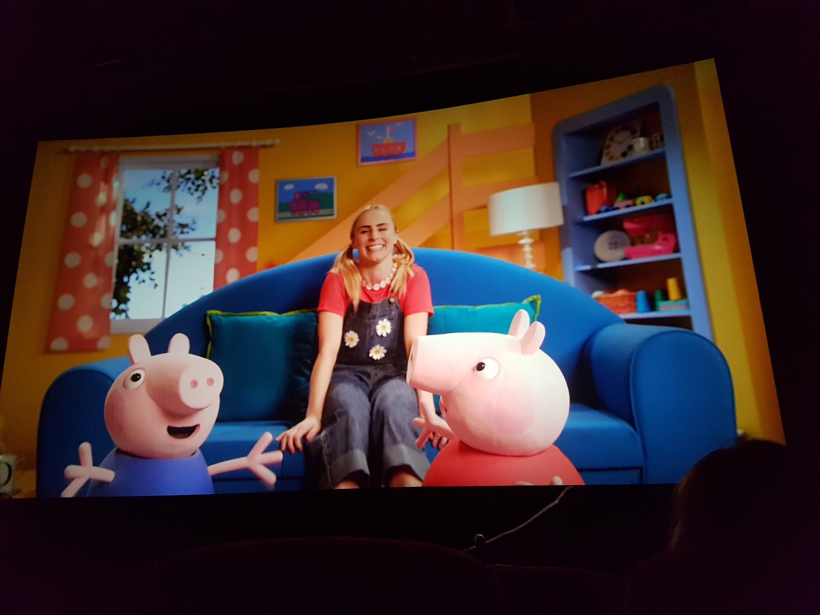 peppa pig film daisy the presenter on screen