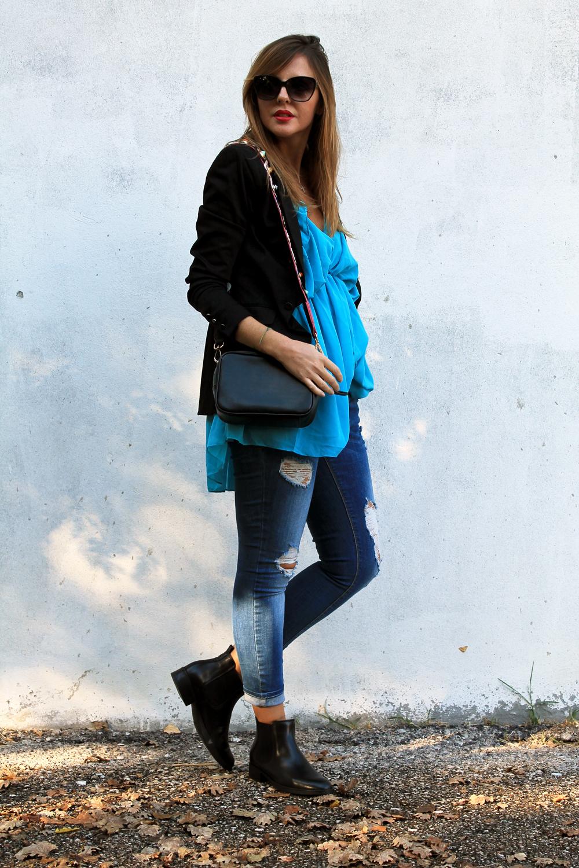 outfit jeans giacca nera e polacchini