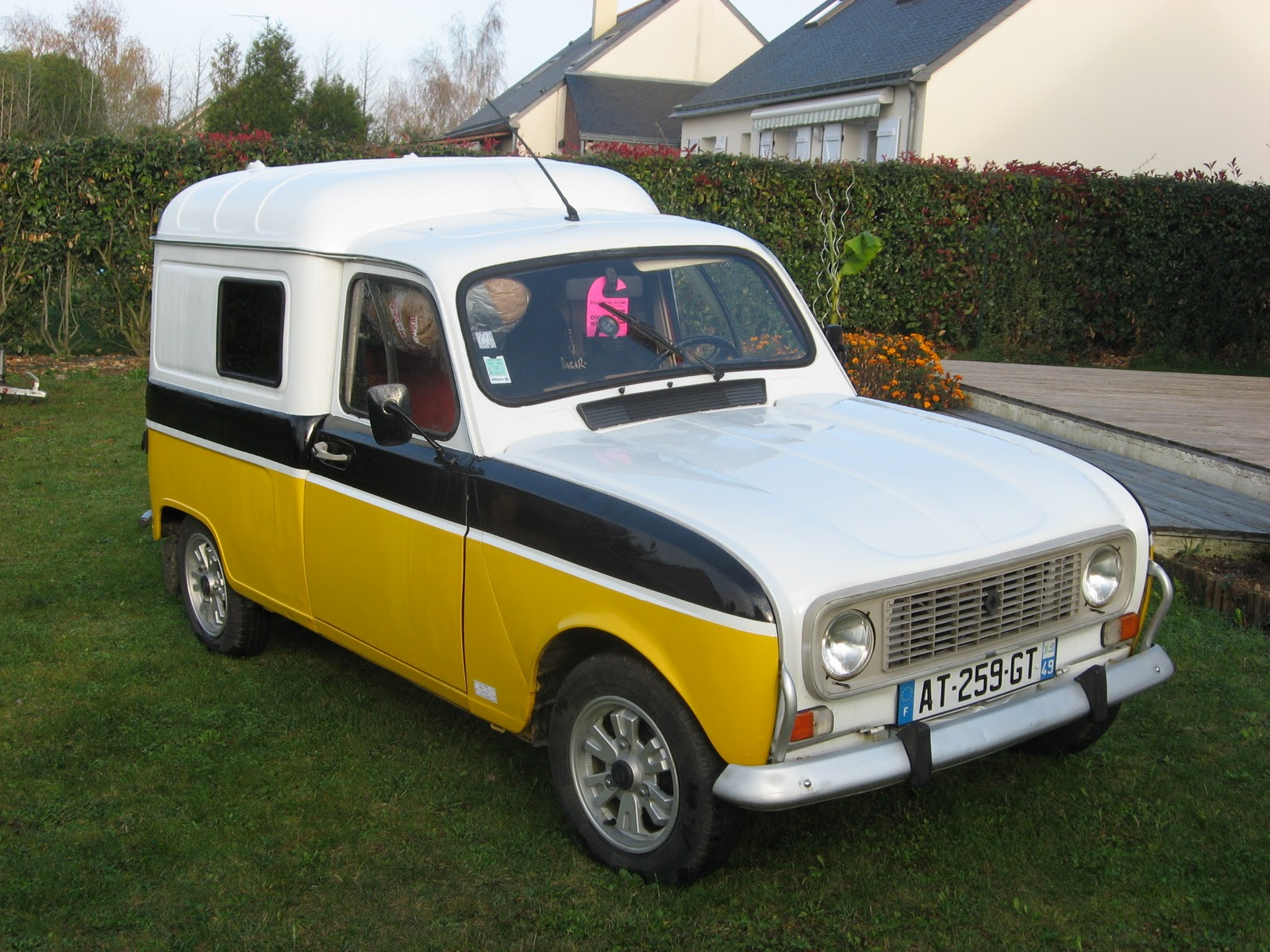 1000 images about renault 4 4l quatrelle on pinterest. Black Bedroom Furniture Sets. Home Design Ideas