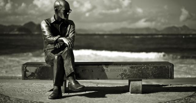 "Carlos Drummond de Andrade, "" No mar estava escrita uma cidade"""