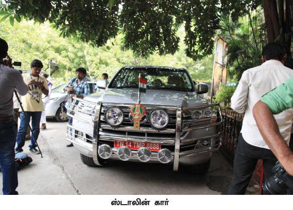 ஜெயலலிதா பயன்படுத்தும் லாண்ட் க்ரூஸர் காரைப் போலவே புதிய காரை வாங்கியுள்ளார் ஸ்டாலின்