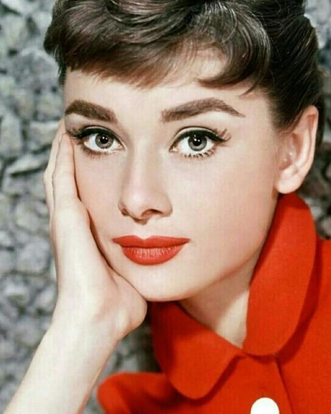 A volta do estilo Audrey Hepburn com a franja baby bangs