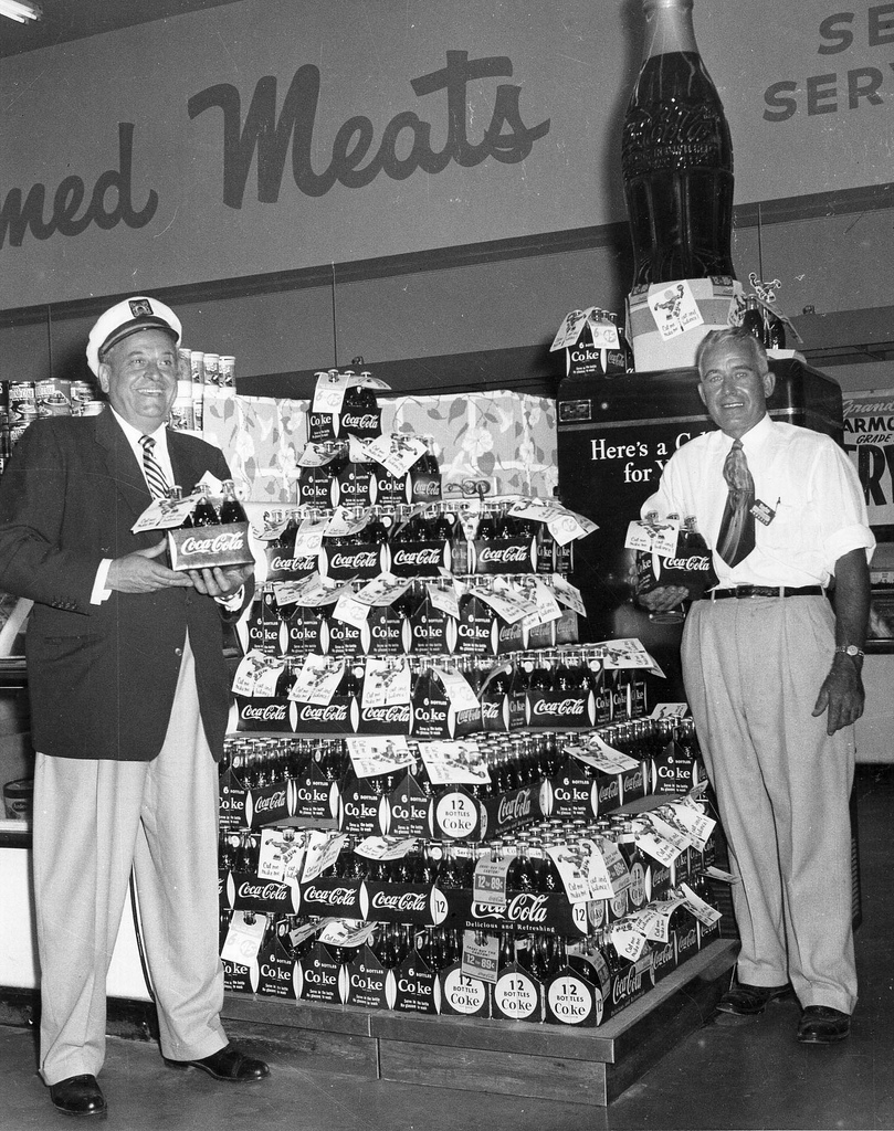 Some photos of grocery stores in 1965.