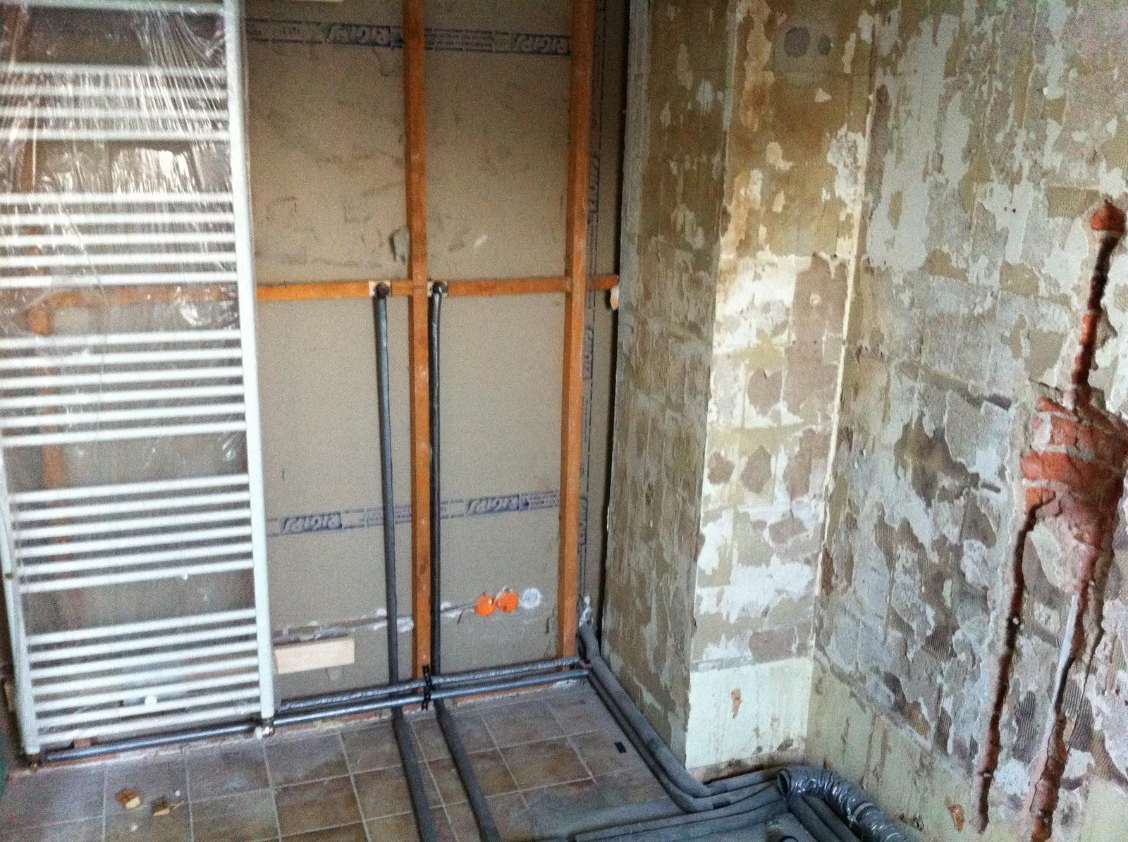 abenteuer renovierung flur decke abh ngen kabelsalat wasserleitungen. Black Bedroom Furniture Sets. Home Design Ideas