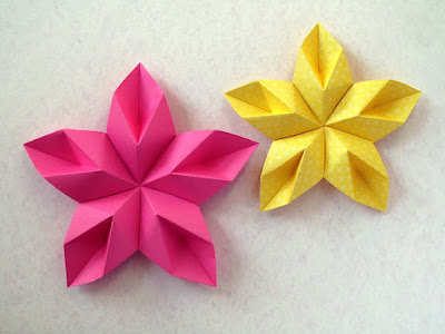 Origami Modulare, due immagini: Stella floreale - Floral Star by Francesco Guarnieri