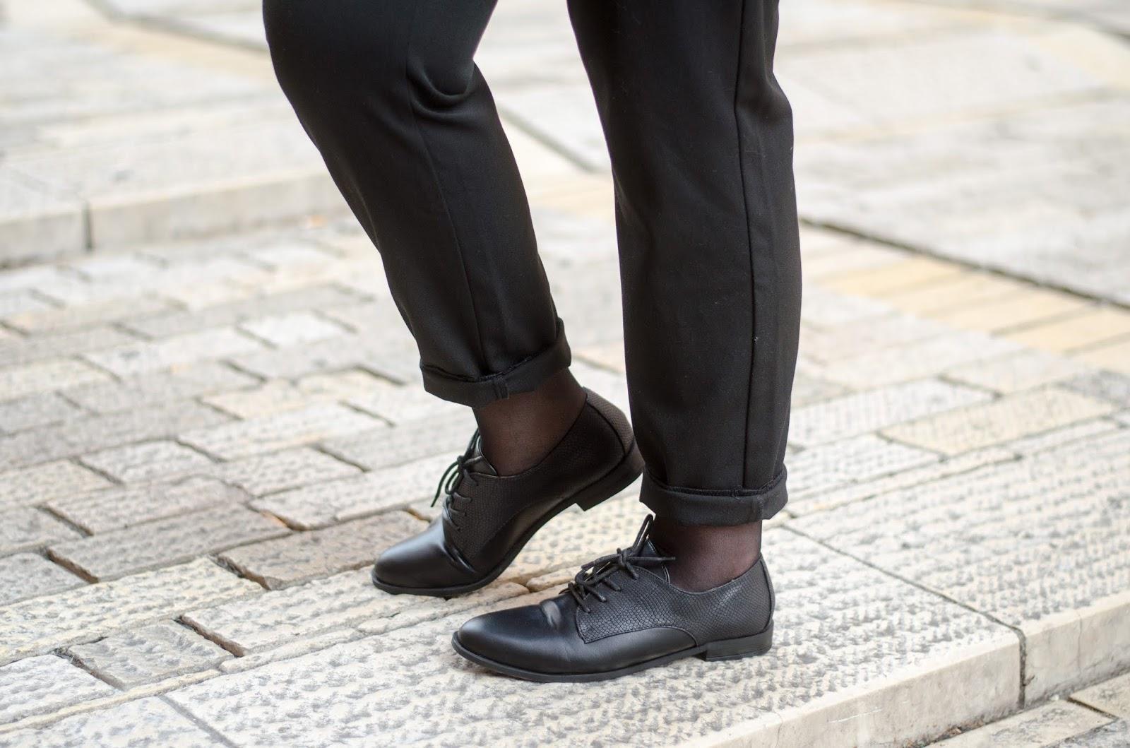 Look Working Girl : Pantalon taille haute et Derbies