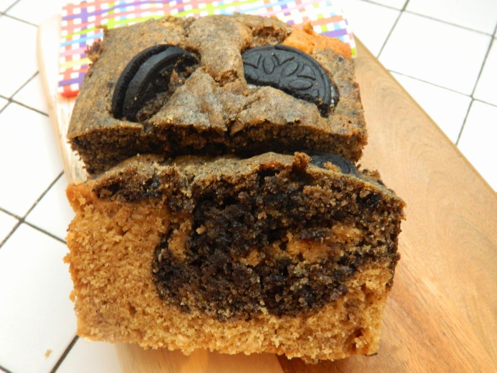 Cake marbré à la noisette et aux oréos.