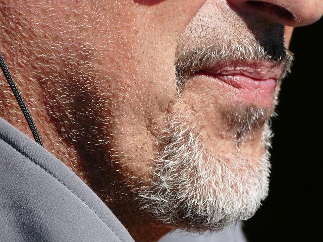 क्या आपके दाढ़ी या मूंछ के बाल सफ़ेद हो रहें हैं