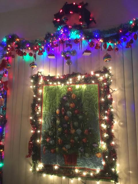 i accentuated this wall quilt with christmas lights i loved it
