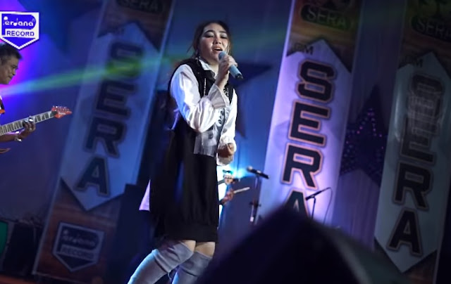 Video Via Vallen Menyanyikan Lagu Karma Dangdut Koplo