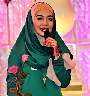 Busana Muslim Terbaru Gaya Artis Nuri Maulida
