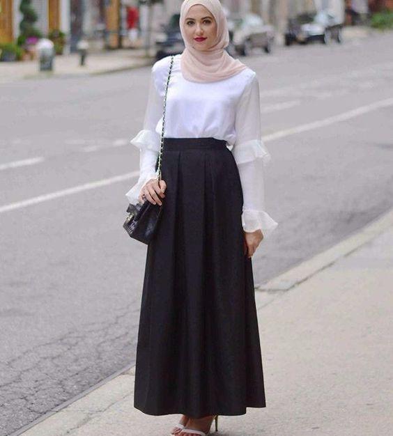 Voici alors 35+ styles de robes longues hijab selon la tendance de 2019  afin de s\u0027y inspirer le maximum et adapter de la sorte sa garde robe Hijab  Moderne.