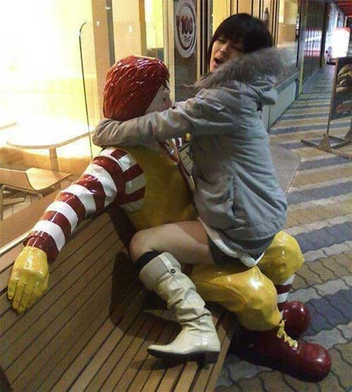 La escalofriante razón por qué el Payaso De McDonalds fue removido de todas las tiendas 14