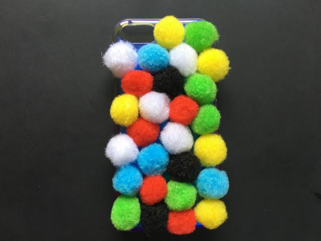 DIY θήκη κινητού με πομ πομ