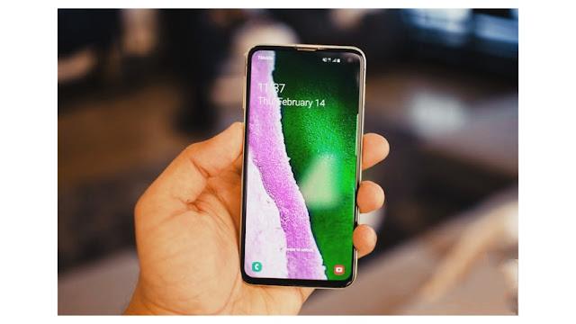 يمتلك هاتف سامسونج جالاكسي اس ١٠ شاشة رائعة