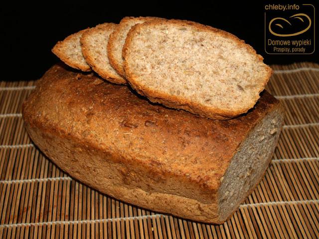 Chleb pszenno-żytni z ziarnami słonecznika