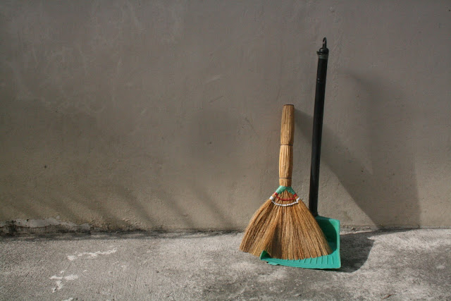 Walis at Dustpan