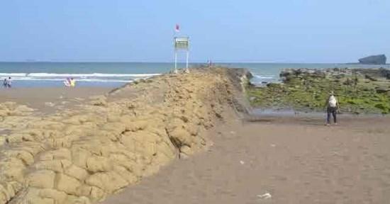 Pantai watu ulo tempat wisata di jember