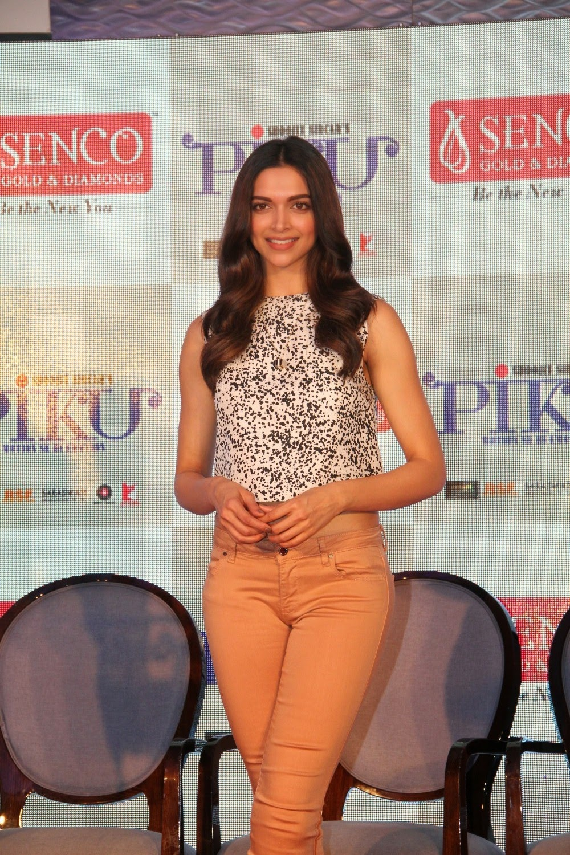 Deepika Padukone Photos in Jeans at Piku Promotion at ...