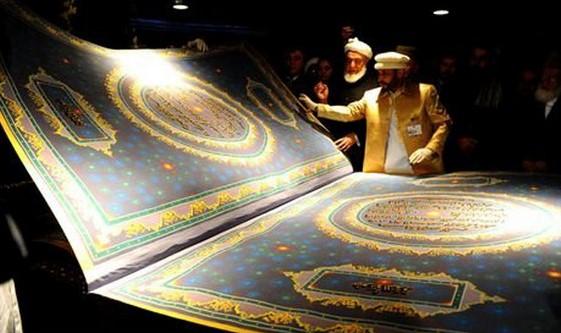 ৫০০ কেজি ওজনের বিশ্বের সবচেয়ে বড় কুরআন শরীফ