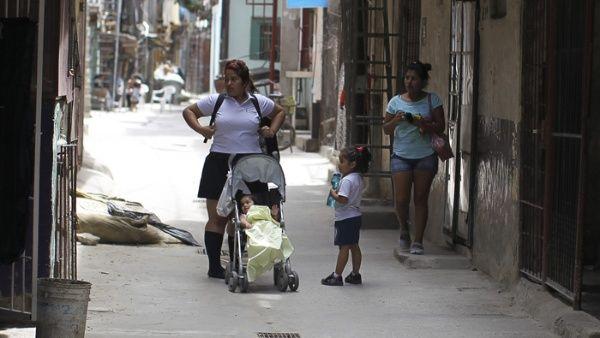 Pobreza en Argentina alcanza el 30,3 %, dice INDEC