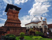 gambar menara masjid kudus jateng