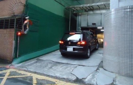 升降機進出停車場