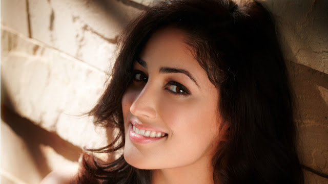 Yami-Gautam-beautiful-face