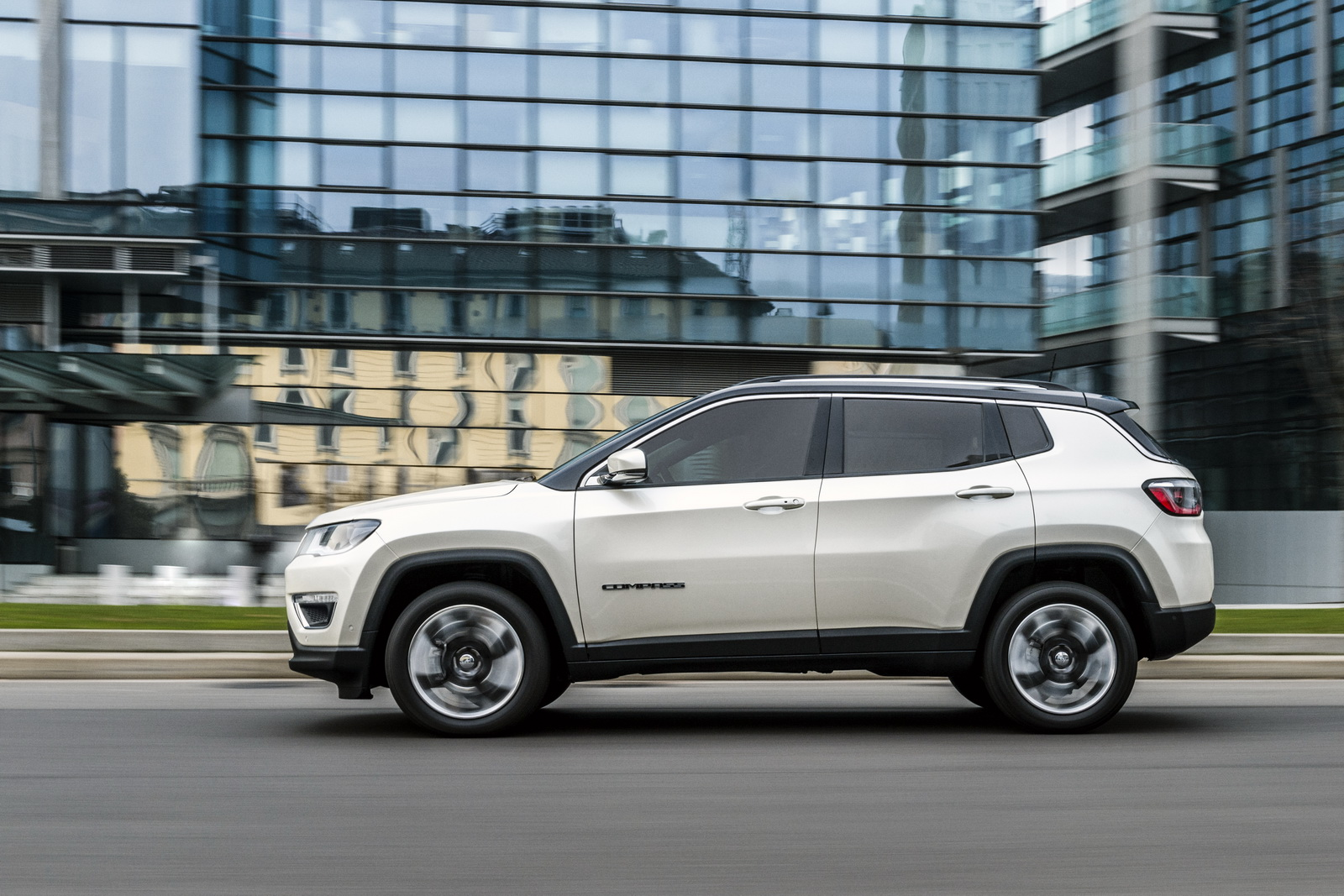 new jeep compass officially launched in europe 38 photos. Black Bedroom Furniture Sets. Home Design Ideas
