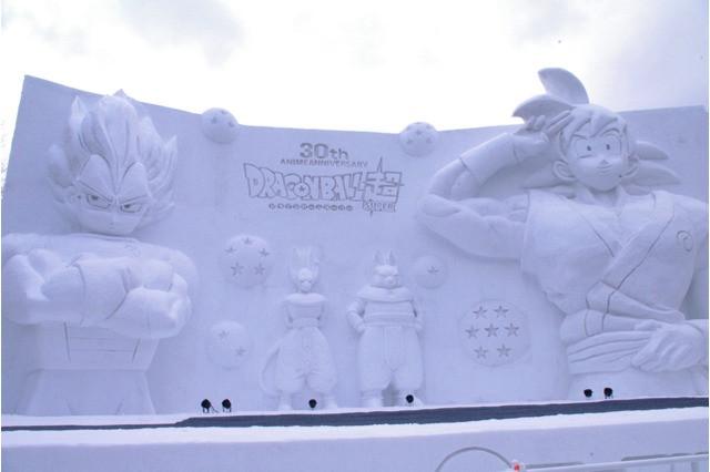 Śnieżna rzeźba Dragon Ball Super