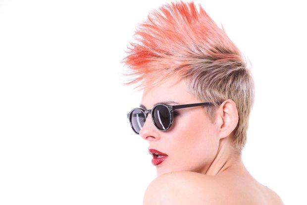 Wiedzma Bloguje Fryzura Z Wygolonym Bokiem Na Falowanych Włosach