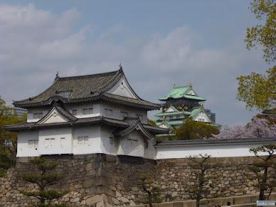 千貫櫓と大阪城