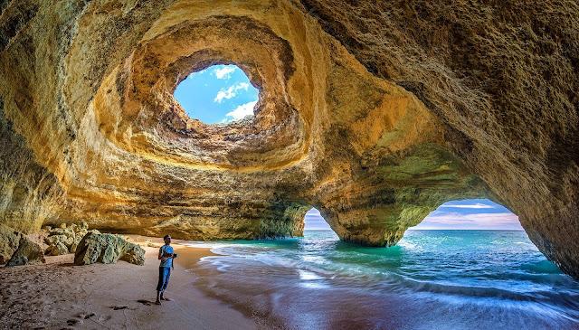 Wakacyjny urlop na południu Portugalii? Oto 3 powody, dla których warto odwiedzić klifowe wybrzeża Algarve.