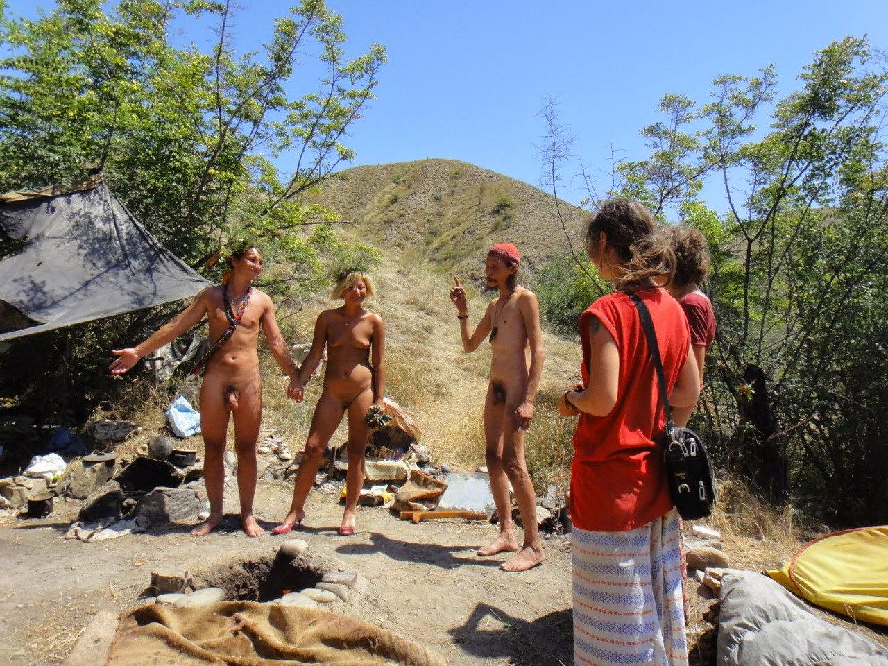Фото семей нудистов на природе и дома
