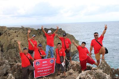 Rombongan pria ke Bali
