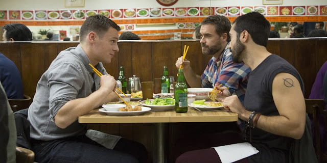 Jonathan Groff, Murray Bartlett e Frankie J. Alvarez em LOOKING: THE MOVIE