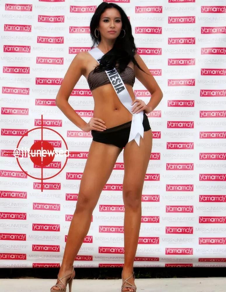 Foto Elvira Devinamira Wirayanti Dalam Pose Bikini