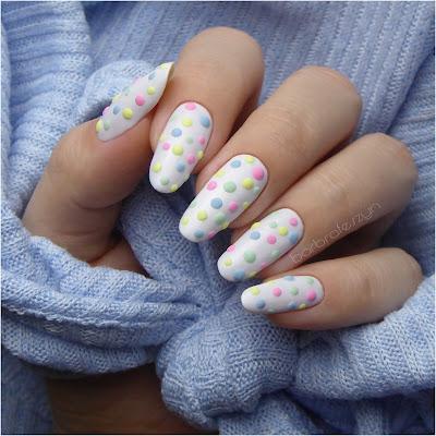 paznokcie kropeczki akryl