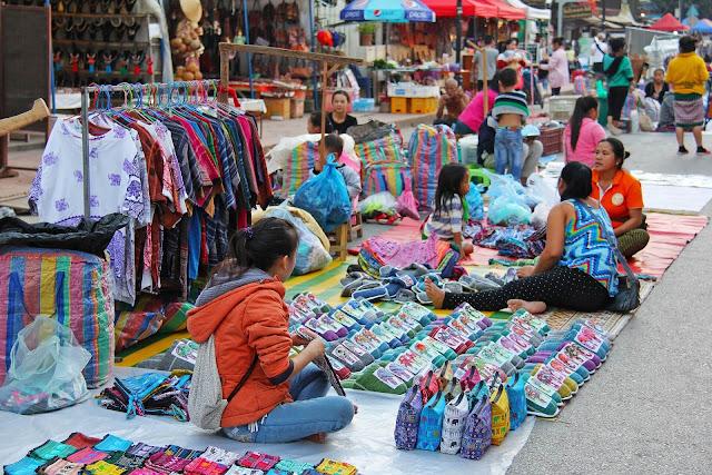 Dù bất cứ nơi nào thì việc mua bán, săn bắt động vật hoang dã đều là hành vi trái với pháp luật. Bên cạnh đó việc mua bán những tượng Phật cổ hay các tác phẩm điêu khắc cổ cũng là hành vi phạm pháp. Bạn sẽ bị phạt rất nặng nếu bị vi phạm.
