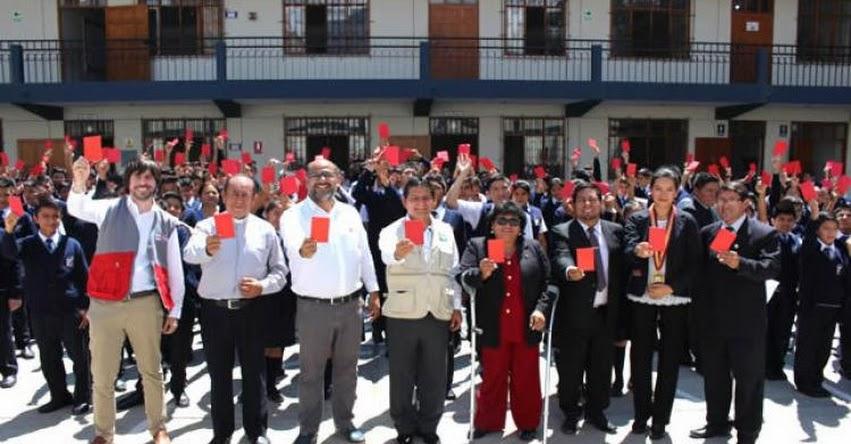 MINEDU inicia campaña contra el bullying «Sácale tarjeta roja a la violencia» www.minedu.gob.pe