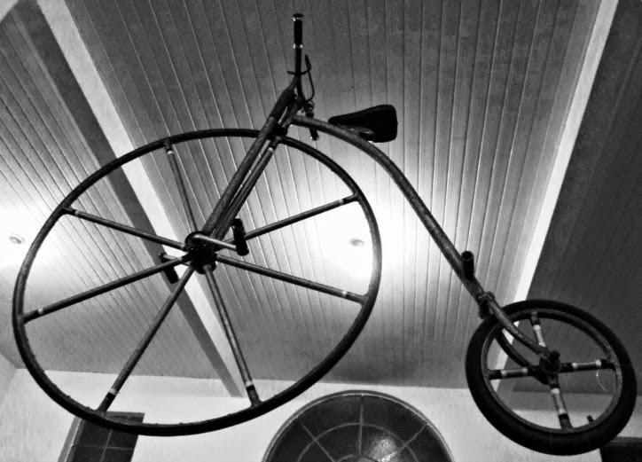 Réplica de um Biciclo Inglês de 1870, no Museu  da Bicicleta de Joinville