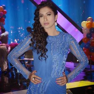 Kareena Kapoor Khan new images in Blue Dress at 'Head & Shoulders