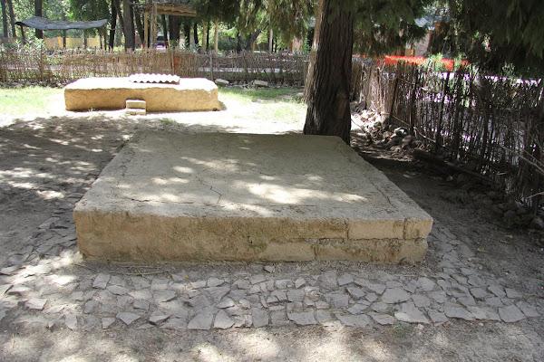 Tadjkistan, Douchanbé, Jardin botanique, tapshan, tapchane, © L. Gigout, 2012