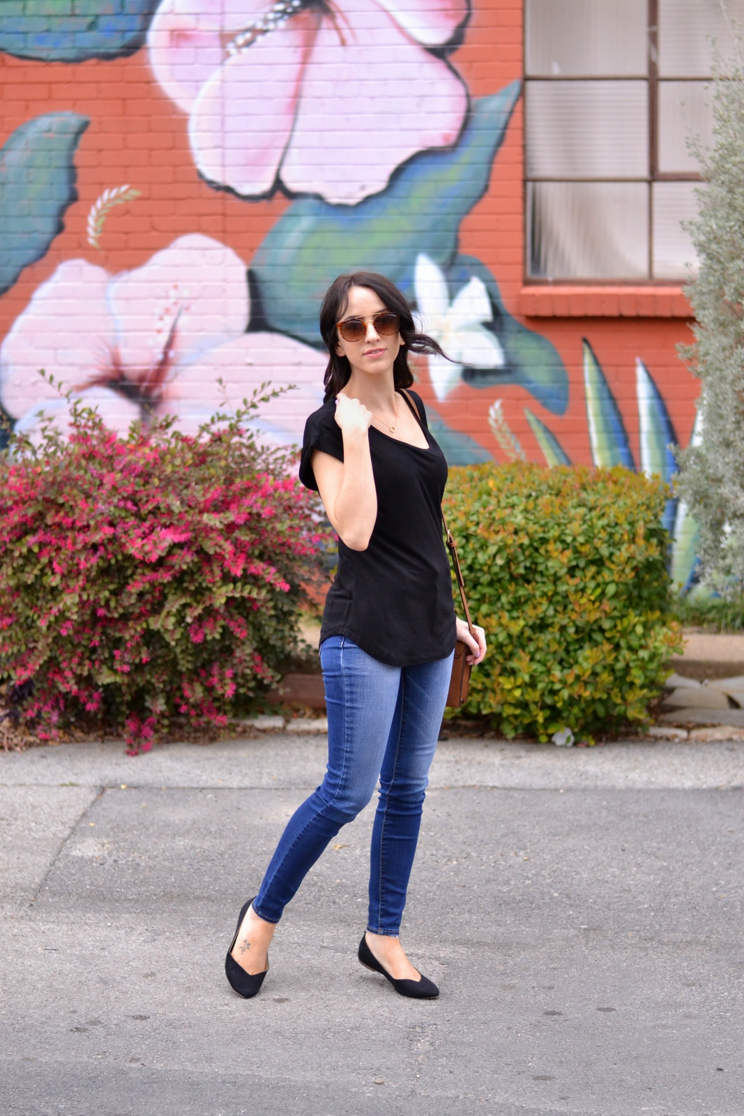 Basic Tee_Jeans_Flats_Casual